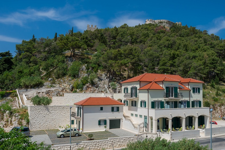 Rent_apartment_on_island_Hvar